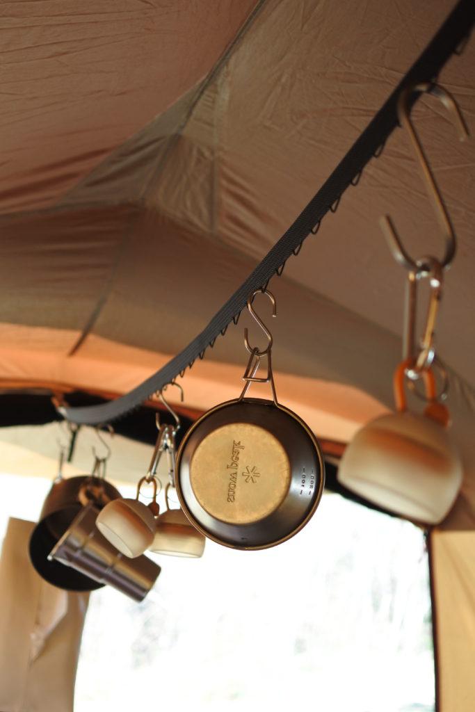 テントの天井にはネビラチェーン
