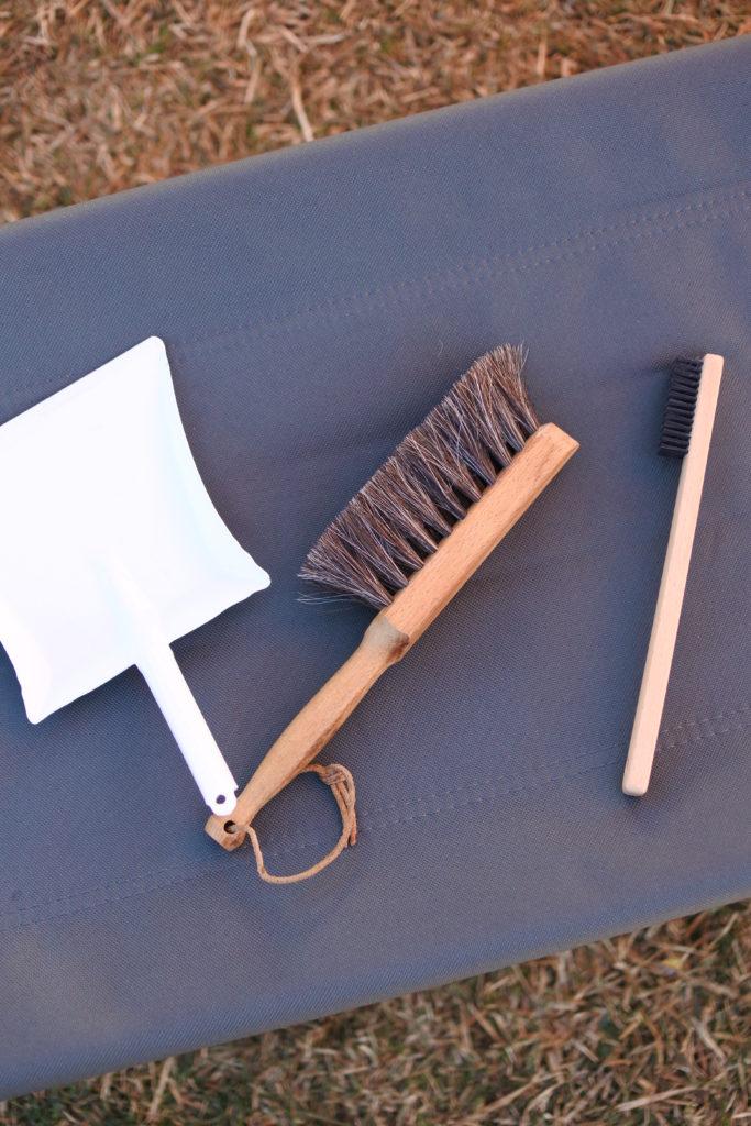 キャンプ用の掃除ブラシ