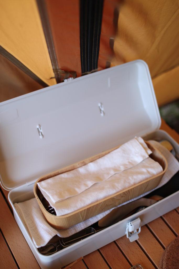 キャンプ用の調理グッズの収納にも無印のスチール工具箱