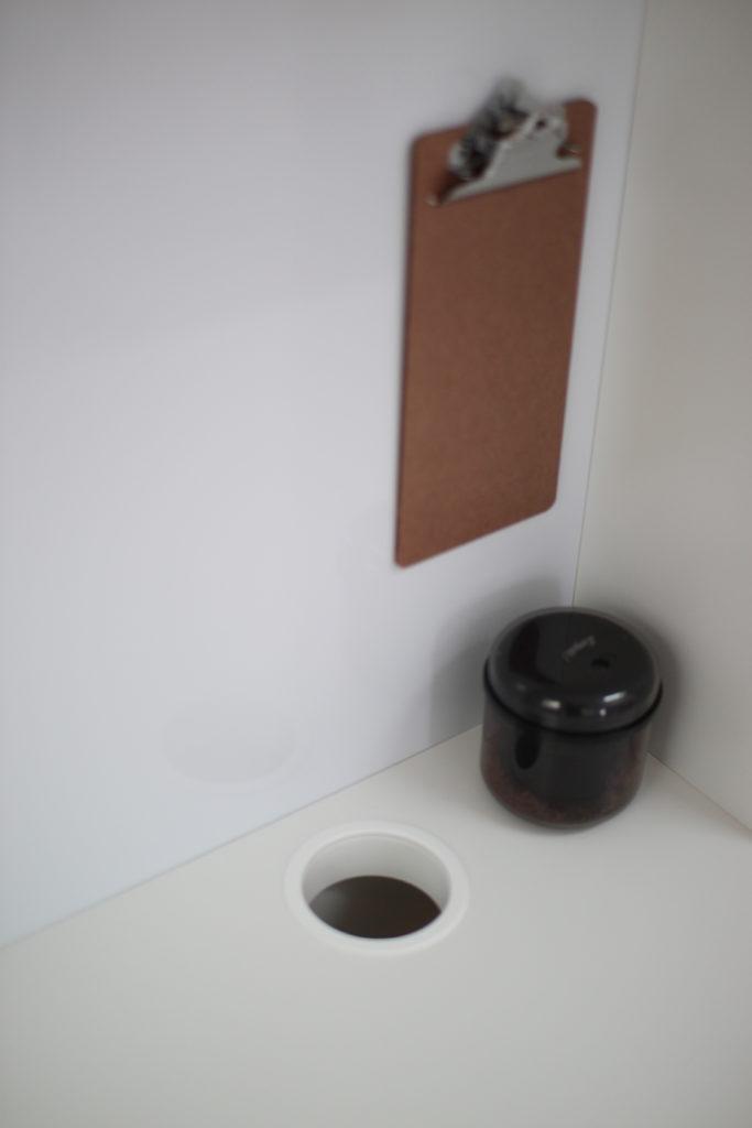 MICKEデスクの配線用の穴