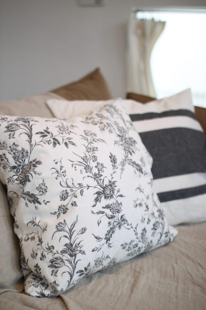 IKEAの枕カバーをクッションカバーに簡単リメイク