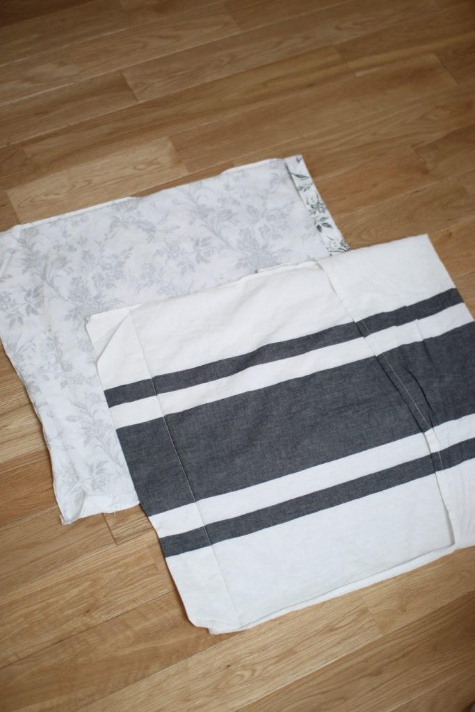 IKEAの枕カバーの端を縫ってクッションカバーに