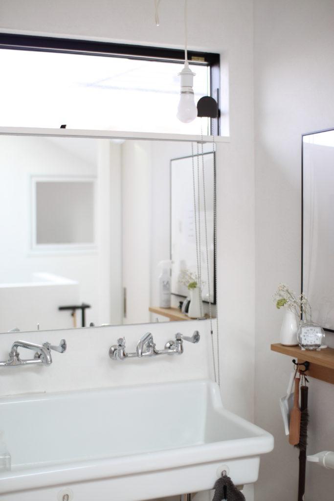 IKEAの鏡を洗面所用に取り付けています