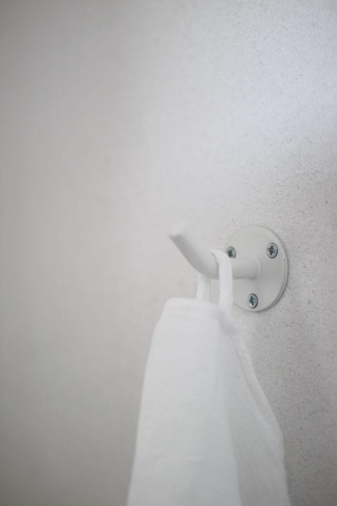 IKEAのフックをトイレのタオル掛けにしてます