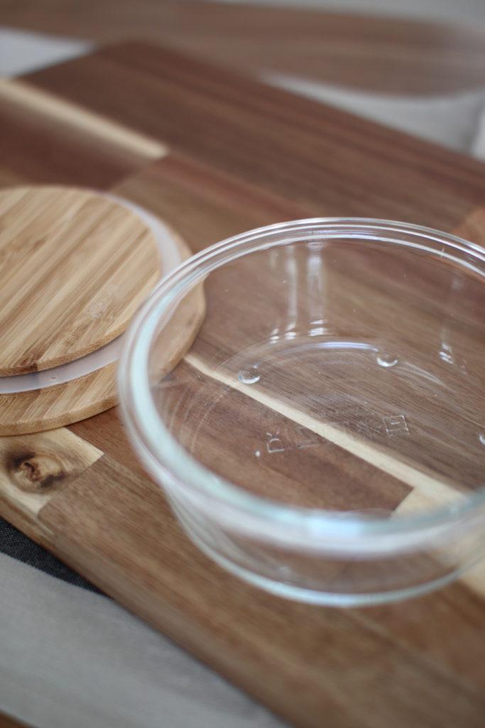 IKEAのガラス保存容器は竹の蓋がお洒落です