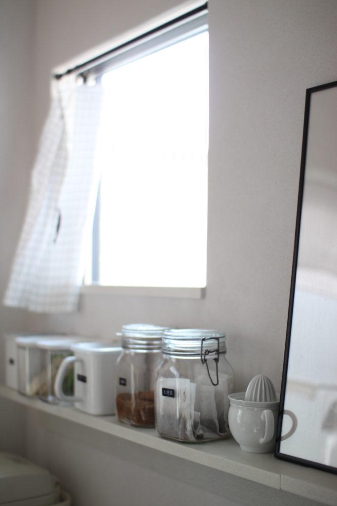 キッチンの壁に取り付けた無印の壁に付けられる家具の棚×2