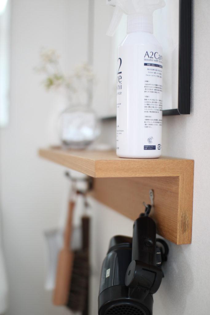 洗面横に無印の壁に付けられる家具の棚を取り付けています