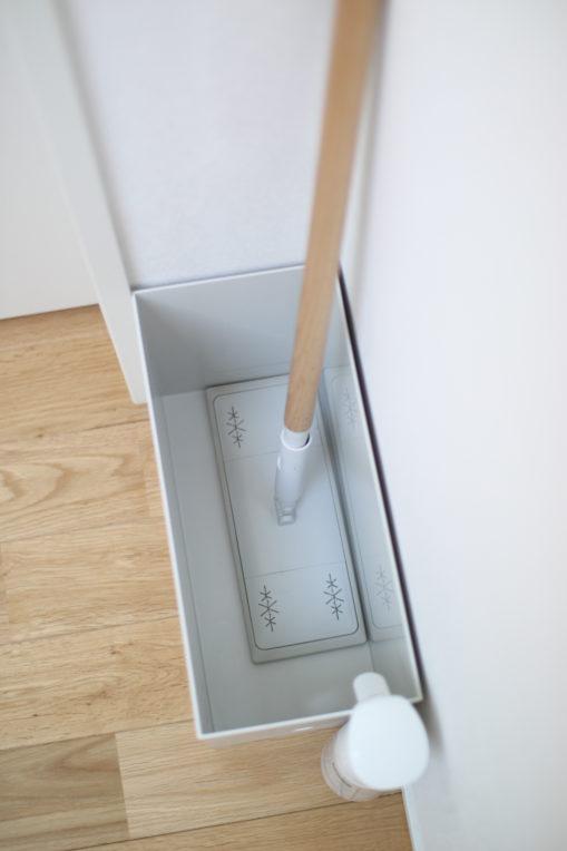 フロアワイパーをワイドのファイルボックスに入れると幅がだいぶ余ります