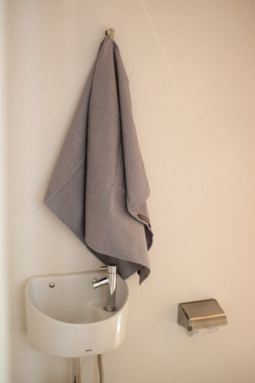 Georg Jensen DamaskのEgyptティータオルDusty Lavenderをトイレの手拭き用にしました