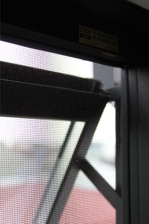 窓の網戸掃除