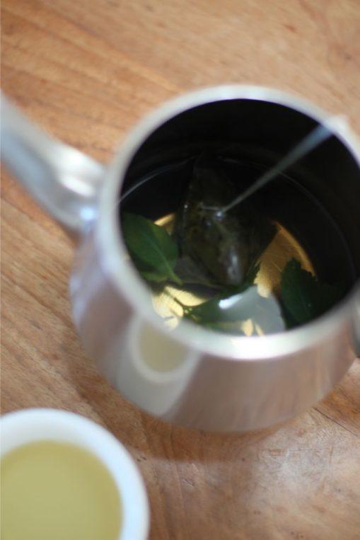 ミント入りの烏龍茶