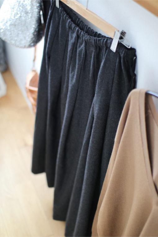 inaのウールスカート