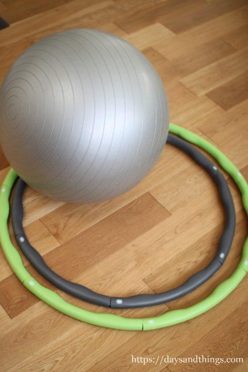 バランスボールとフラフープ